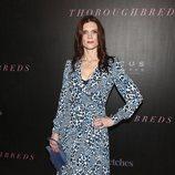 Kalli Vernoff con un vestido de animal print azul en el estreno de 'Pura sangre'