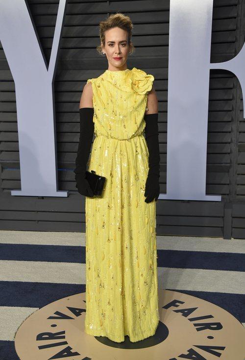 Sarah Paulson con un traje amarillo llamativo en la Fiesta de Vanity Fair