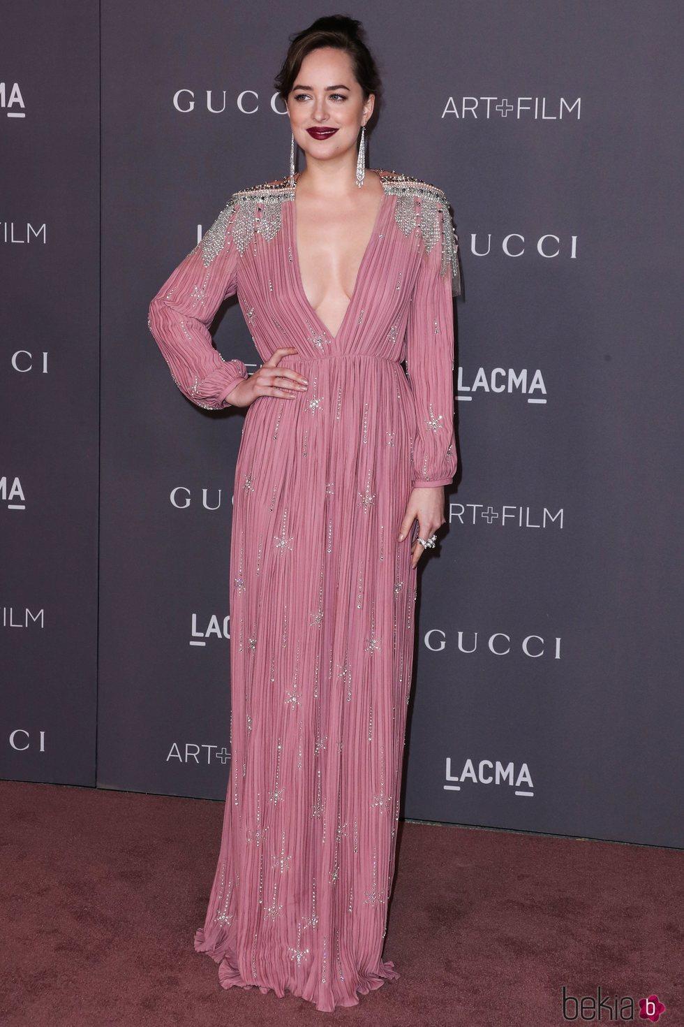 Dakota Johnson vestida de Gucci en la gala LACMA 2017
