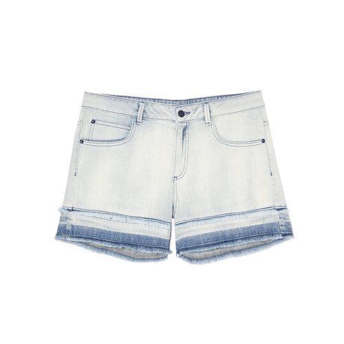 Pantalón corto vaquero claro de la nueva colección Primavera/Verano 2018 de Sisley
