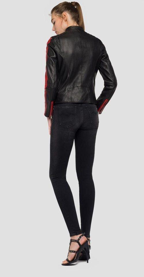 Cazadora de puel en color negra con una línea roja de mujer de la nueva colección primavera/verano 2018 de Replay