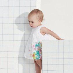Vestido blanco con estampados infantiles coloridos de Tuc Tuc primavera/verano 2018