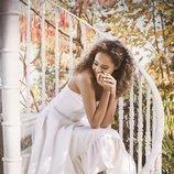 Sandalias de satén con una flor bordada de Jimmy Choo Bridal 2018