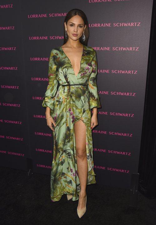 Eiza González con un vestido verde y estampado floral en la presentación de la nueva colección de Lorraine Schwartz 2018