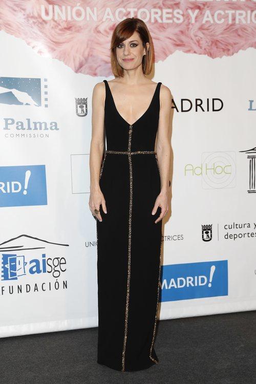 Alexandra Jiménez con un vestido negro de tirantes en los premios Unión Actores y Actrices 2018