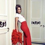 Jennifer Lopez posa con unos pantalones palazzo rojos de Guess primavera 2018
