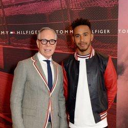 Tommy Hilfiger anunciando a Lewis Hamilton como embajador de la firma para la primavera 2018