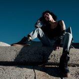 Modelo luciendo las nuevas zapatillas Puma XO 2.0 de Puma con The Weeknd