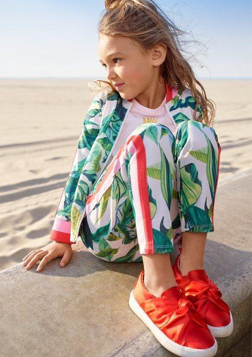 Chandal blanco de estampado floral para niña de una colección exclusiva de H&M con dos diseñadores gráficos