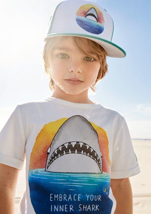 Camiseta de tiburón para niño de una colección exclusiva de H&M con dos diseñadores graficos