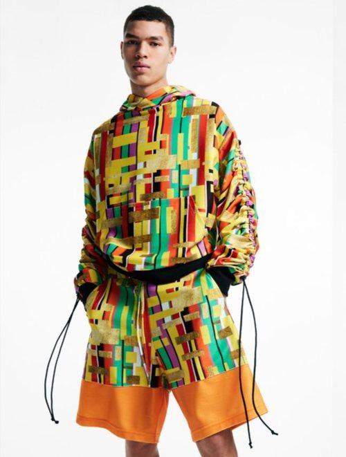 Total look de hombre de sudadera y pantalón corto de la nueva colección de Asos Madre in Kenia 2018