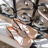 Zapato beige y negro de la nueva colección primavera/verano 2018 de Hannibal Laguna