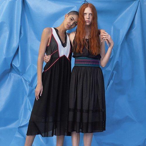 Vestidos negros con estampados geométricos de Sisley primavera/verano 2018