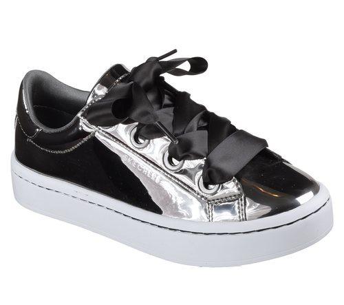 Zapatillas plateadas con amplios lazos negros de Skechers Street 2018