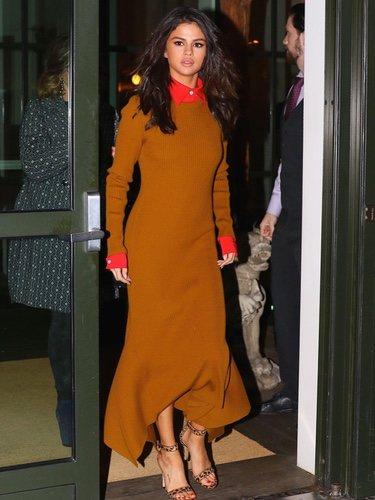Selena Gomez con un vestido de Victoria Beckham en 2017
