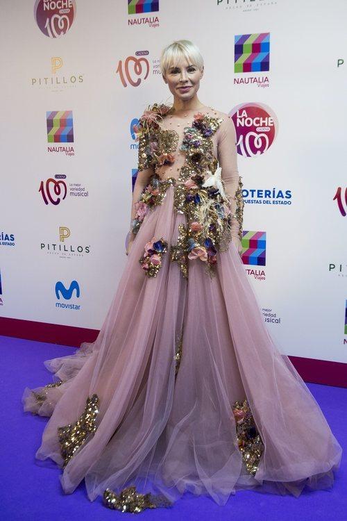 Soraya Arnelas con un vestido de fantasía en 'La noche de cadena 100' 2018