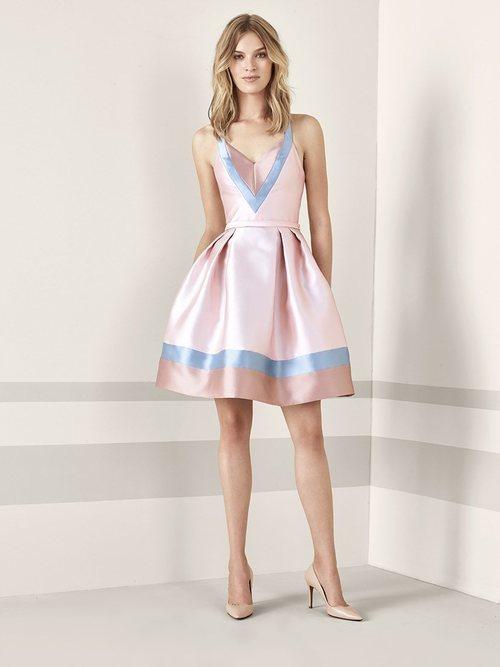 Vestido corto rosado con detalles geométricos de Pronovias Fiesta 2019