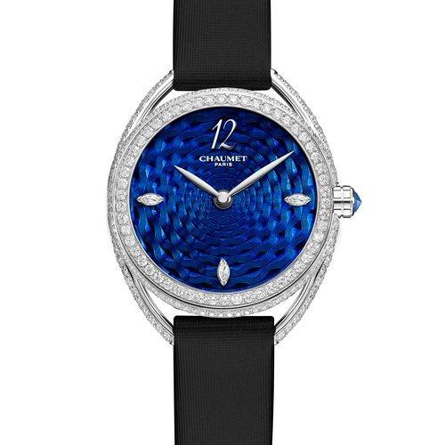 Reloj con la correa negra y la esfera azul de la colección Liens Lumière de Chaumet