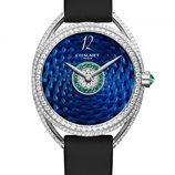 Reloj azul con diamantes y piedras coloridas adheridas de la colección Liens Lumière de Chaumet