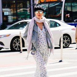 Candice Swanepoel  con un look extravagante por las calles de Nueva York 2018