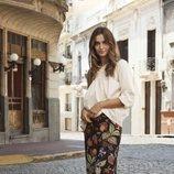 Blusa con el hombro al aire y media manga de la nueva colección de primavera 2018 de H&M
