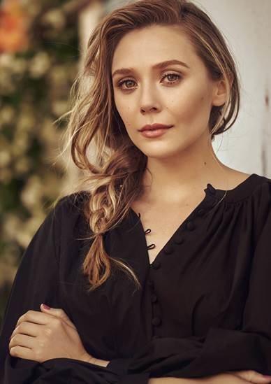 Elizabeth Olsen con una blusa nergra de la nueva colección de primavera 2018 de H&M