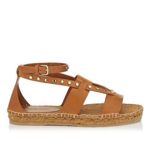 Sandalia plana en color marrón y la suela de esparto de la nueva colección primavera/verano 2018 de Jimmy Choo