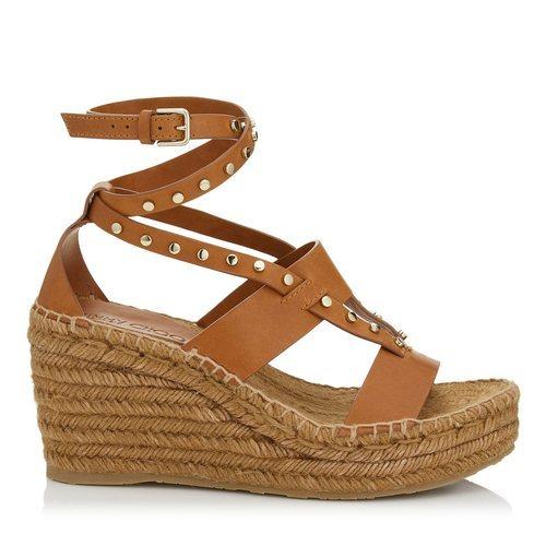 Sandalia marrón con suela de plataforma de esparto de la nueva colección primavera/verano 2018 de Jimmy Choo