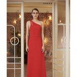 Vestido asimétrico rojo de la nueva colección primavera/verano 2018 de Dolores Promesas
