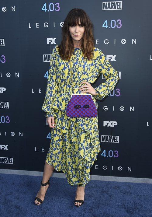 Katie Aselton con un look de estampados en el estreno de 'La Legión'