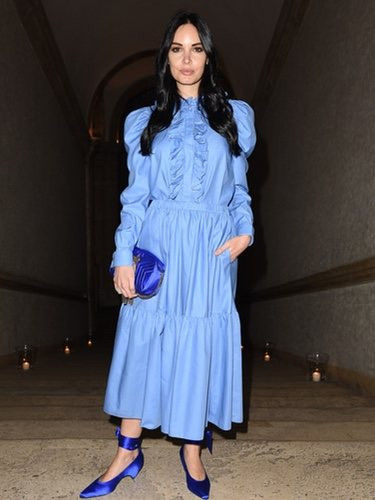 Michela Quattrociocche con un vestido azul de volantes y vuelo en el Festival de Cine Frnacés de Vous Rendez