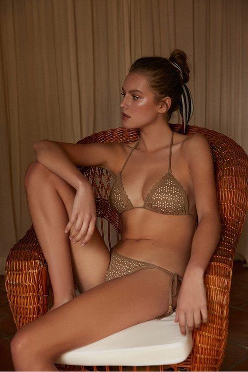 Bikini marrón con estampados florales de la nueva colección de baño de Sfera 2018