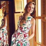 Martina klein con un vestido floral en el film 'Por si acaso' de la nueva campaña de Cortefiel 2018