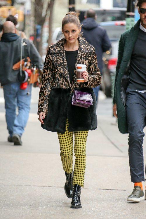 Olivia Palermo con unos pantalones de Zara por Nueva York