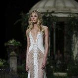 Vestido de bordados de pedrería de la colección Atelier 2019 de Pronovias en la Barcelona Bridal Fashion Week 2018
