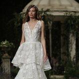 Vestido inspiración boho de la colección Atelier 2019 de Pronovias en la Barcelona Bridal Fashion Week 2018