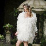 Vestido de plumas de la colección Atelier 2019 de Pronovias en la Barcelona Bridal Fashion Week 2018