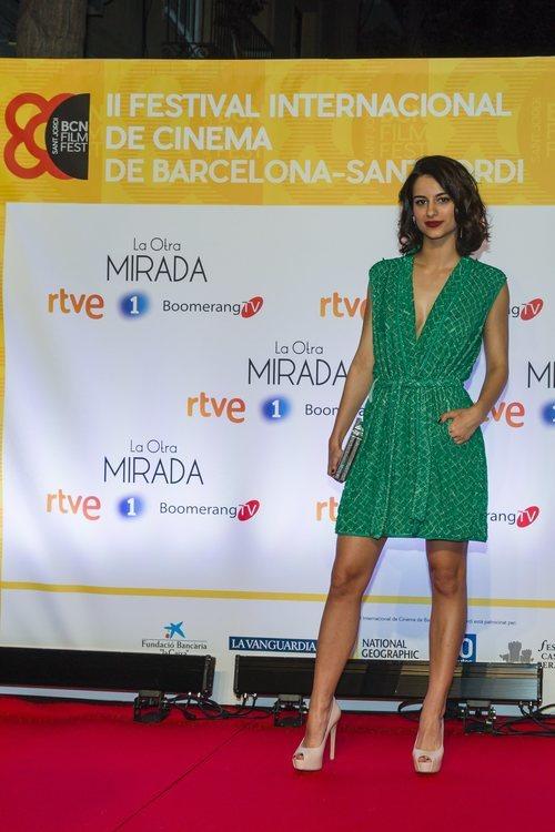 Begoña Vargas con un vestido corto verde en la presentación de 'La Otra Mirada' 2018