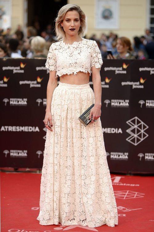 Ana Fernández con un dos piezas 'total white' en el Festival de Cine de Málaga