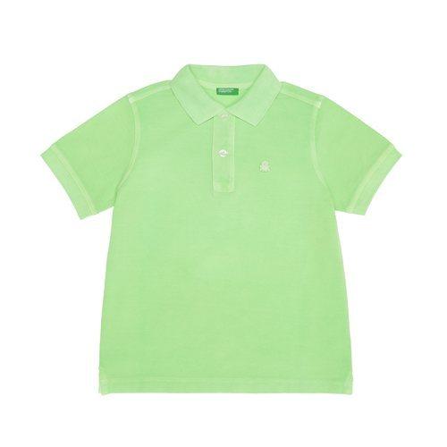 Polo verde brillante de la nueva línea de Benetton Kids