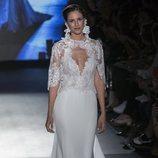 Vestido con cuerpo de encaje floral de Rosa Clará en la Barcelona Bridal Fashion Week 2018