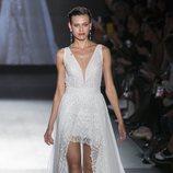 Vestido asimétrico de Rosa Clará en la Barcelona Bridal Fashion Week 2018