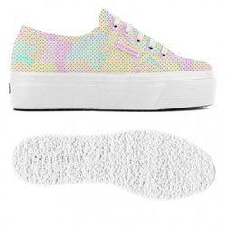 Superga presenta su nueva línea de zapatillas en colores pastel