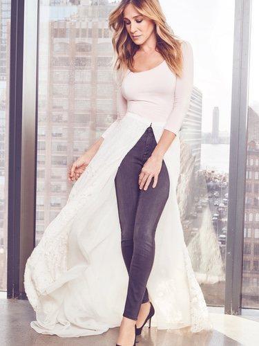 Sarah Jessica Parker luce una de las faldas de su nueva colección para novias
