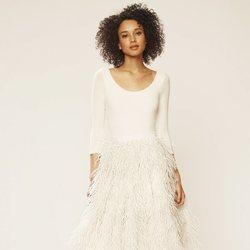 Falda cubierta de plumas de la colección novia primavera 2018 de Sarah Jessica Parker