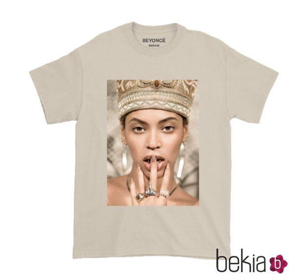 Camiseta con el rostro de la cantante de la colección de Beyoncé inspirada en Coachella