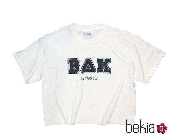 Crop top en color blanco de la colección de Beyoncé inspirada en Coachella