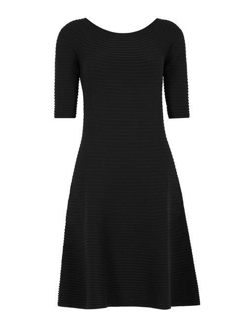 Vestido midi en color negro de la firma Wolford para el día de la madre 2018