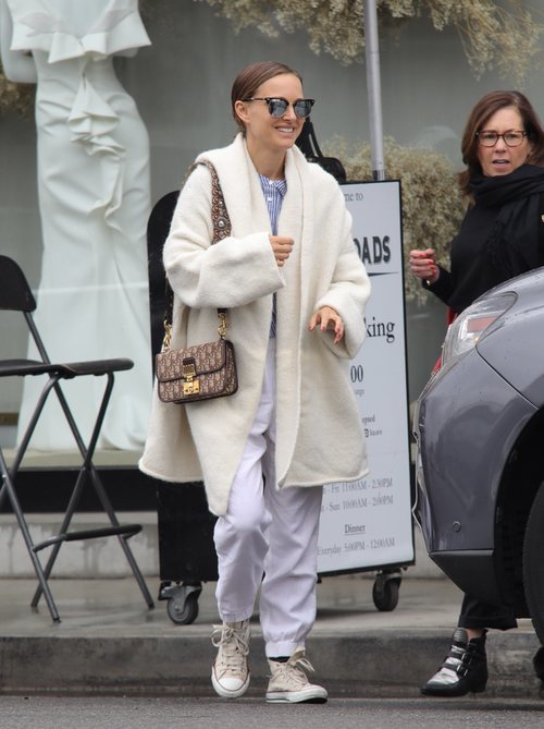Natalie Portman con un total white en Los Ángeles