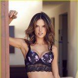 Alessandra Ambrosio con un bikini lencero de Lascana